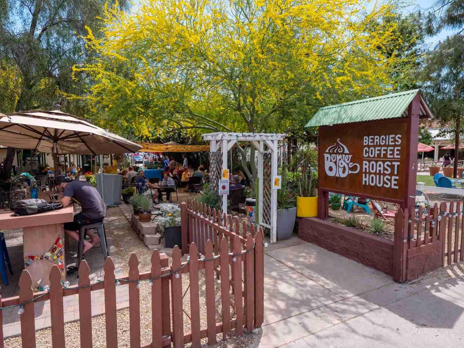 Top 5 Coffee Shops in Gilbert, Arizona - Brooksy
